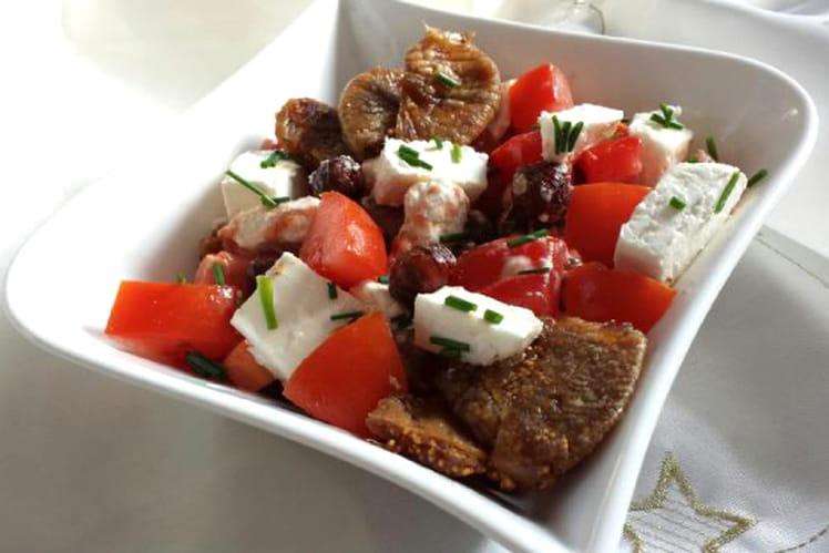 Salade tomates, figues, chèvre et noisettes