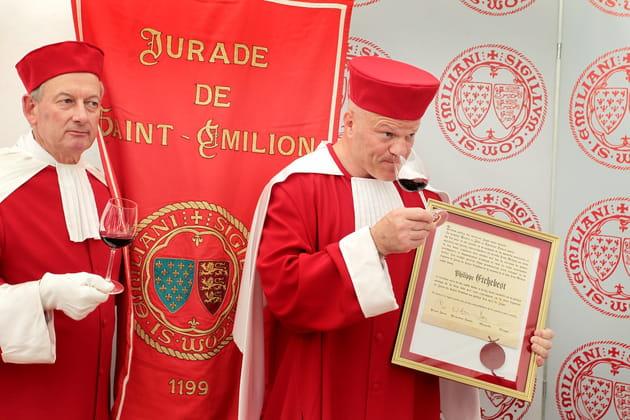 Il est membre de la Jurade de Saint-Emilion