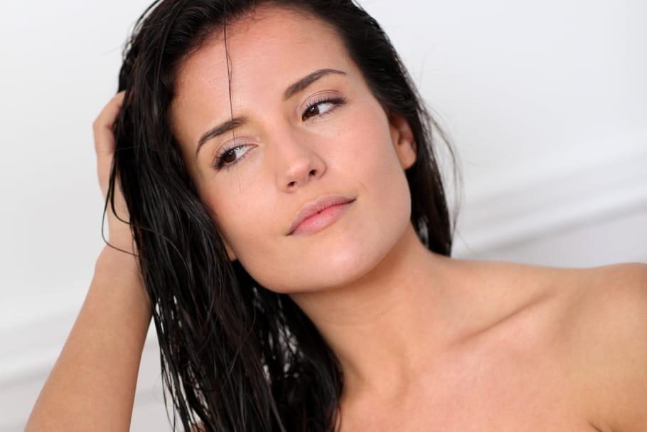 Cheveux gras: comment y remédier?