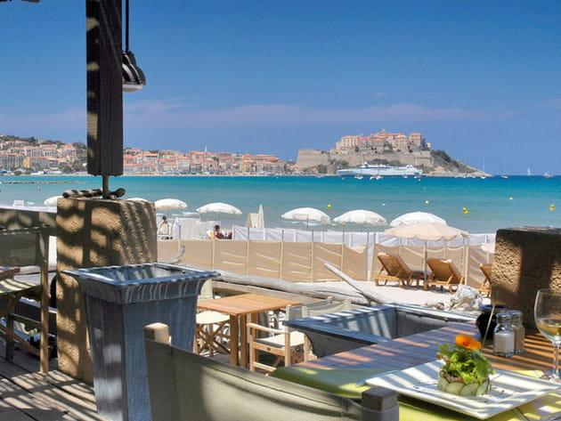 La plage privatisée de La Signoria à Calvi