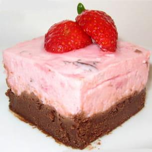 mousse de fraises sur fondant au chocolat