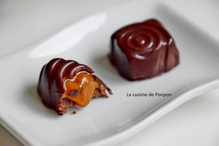 Praline au chocolat noir fourrée de confiture de lait