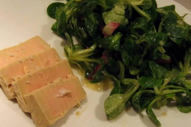 Salade de mâche, carrés de foie gras