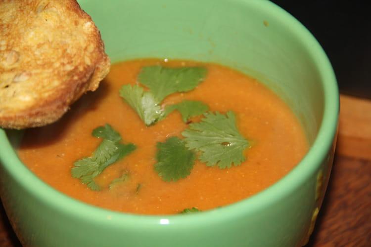 Soupe tomatée aux lentilles corail et aux épices