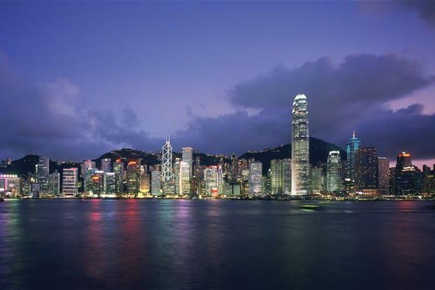 La baie de Hong Kong vue de la péninsule de Knowloon