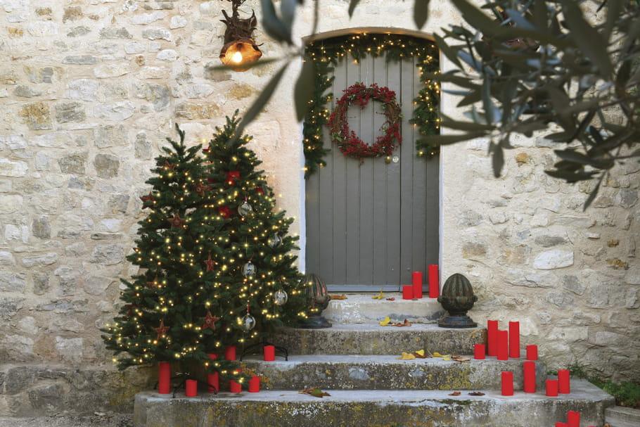 Décorer ses extérieurs pour Noël sans trop en faire