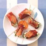 petites bouchees de jambon cru au fromage frais et segment de pamplemousse au