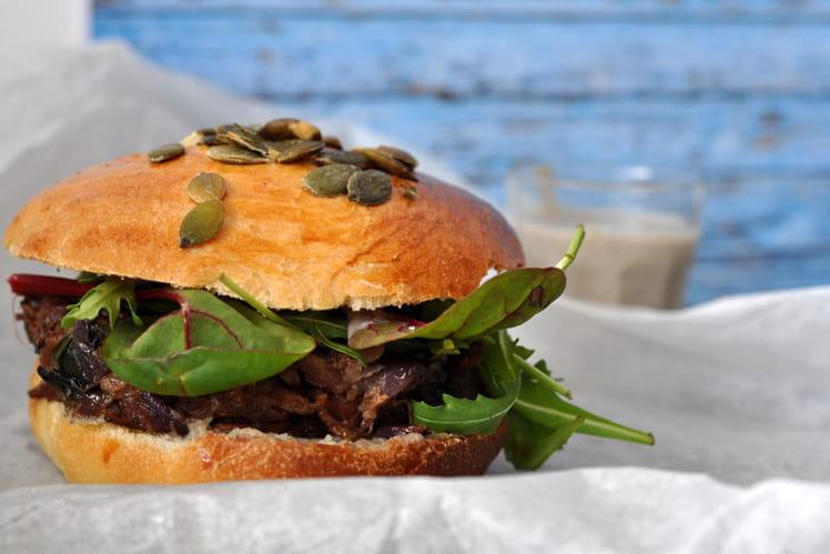 Burger confit de canard – crème d'ail rose de Lautrec