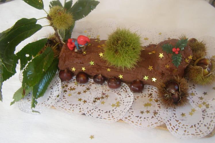 Bûche de crêpes, mousse de châtaignes et ganache au chocolat noir