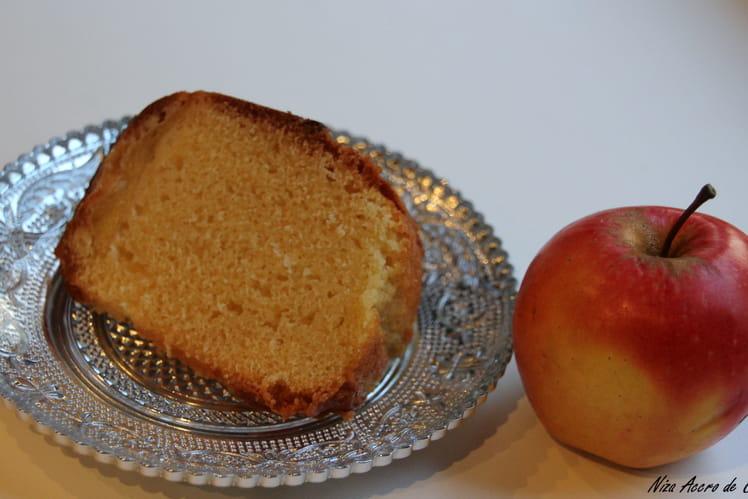 Gâteau aux pommes et fleur d'oranger