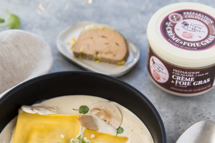 Ravioles au canard et champignons, crème et foie gras