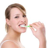 brossez-vous les dents méthodiquement et surtout pas horizontalement pour