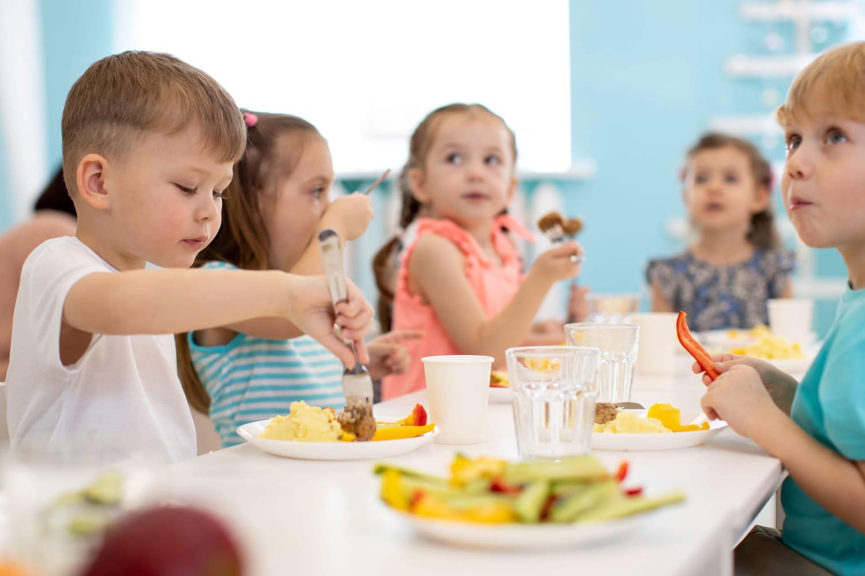 Cantines scolaires: quel protocole pour les repas à l'école?