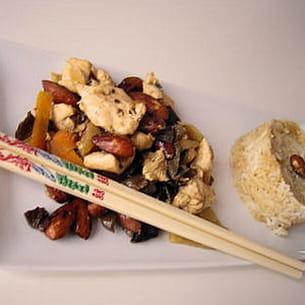 wok de poulet aux champignons noirs et noix de cajou