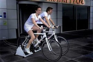 pédaler 60 minutes sur un vélo d'appartement produit une énergie de 100 watts /