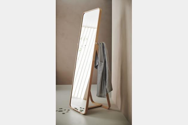 Miroir sur pied Ikornnes d\'IKEA