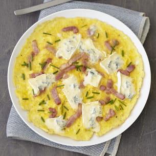 omelette lardons et ciboulette au bresse bleu