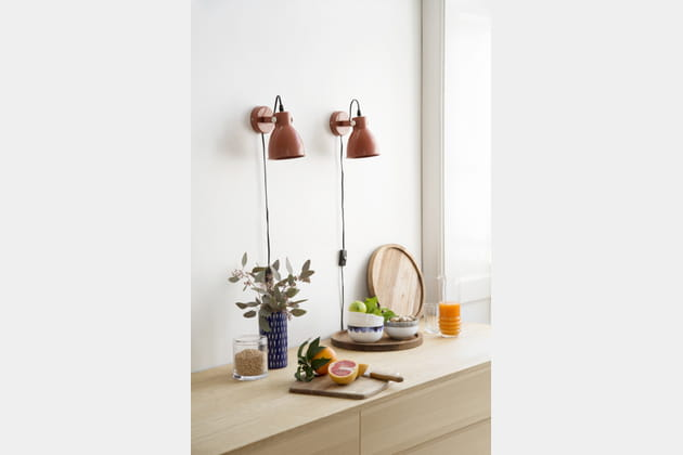 Lampe murale et plateau en bois