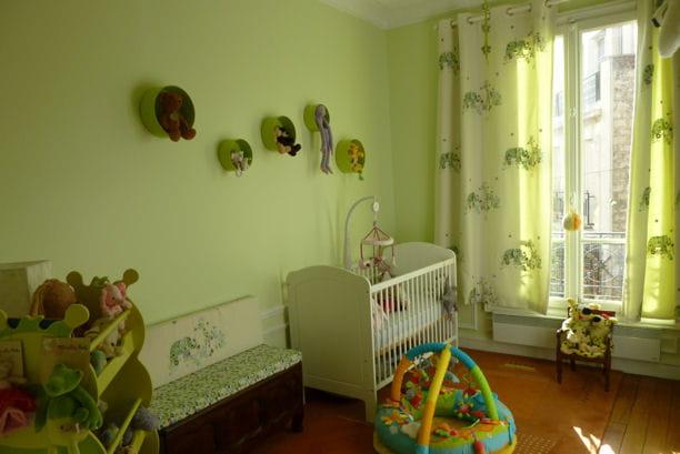 Une chambre vert pomme