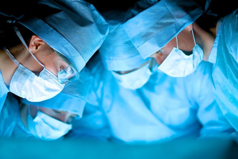Scandale des dispositifs médicaux: certains implants mammaires retirés du marché