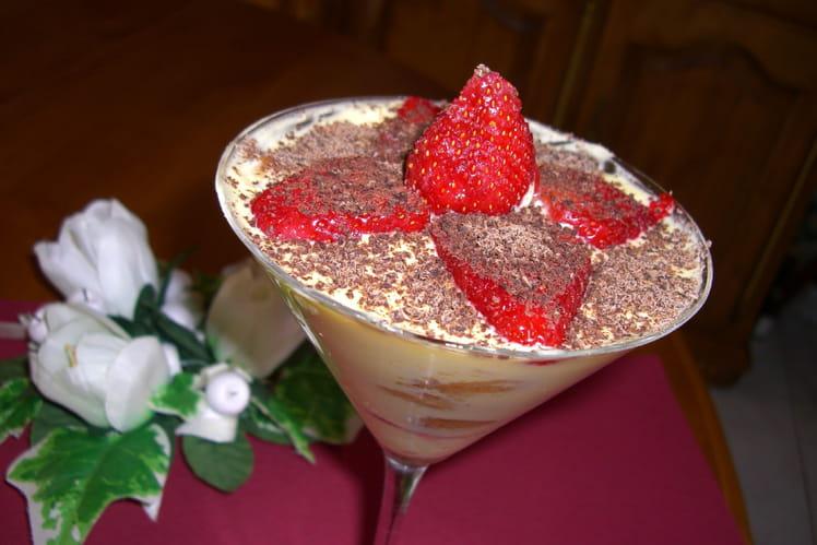 Tiramisu à la fraise, chocolat noir et kirsch