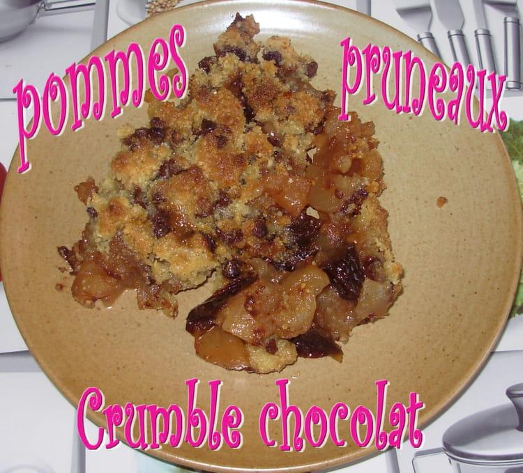 recette de crumble chocolat aux pommes et aux pruneaux la recette facile. Black Bedroom Furniture Sets. Home Design Ideas