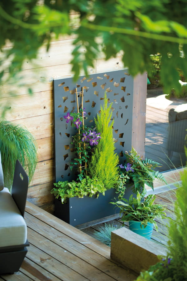 les indispensables pour un mini potager sur le balcon. Black Bedroom Furniture Sets. Home Design Ideas
