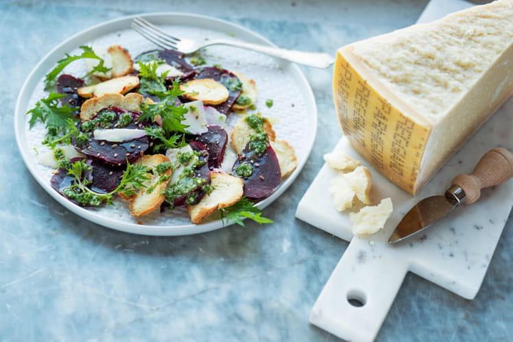 Salade de betterave rouge parmesan et sauce aux herbes - Cuisiner des betteraves rouges ...
