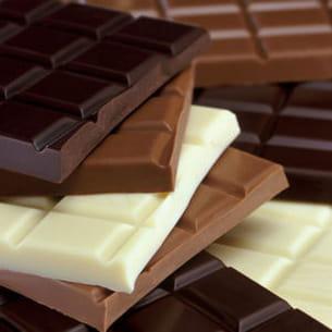 tablettes au chocolat noir, blanc et au lait