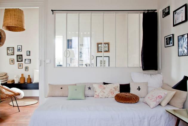 sur le lit pour le transformer. Black Bedroom Furniture Sets. Home Design Ideas