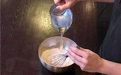 mélanger la farine