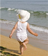 la peau des enfants est très sensible et l'exposition précoce n'est pas sans