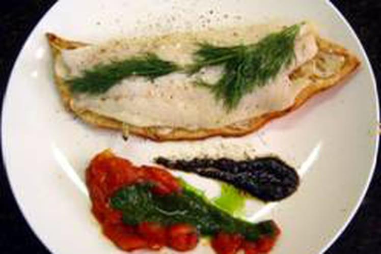 Filet de poisson raidi sur tarte d'oignons frais