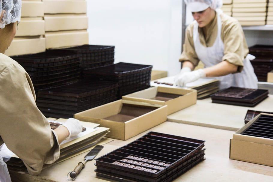 Reportage chocolatier Patrice Chapon : emboitage