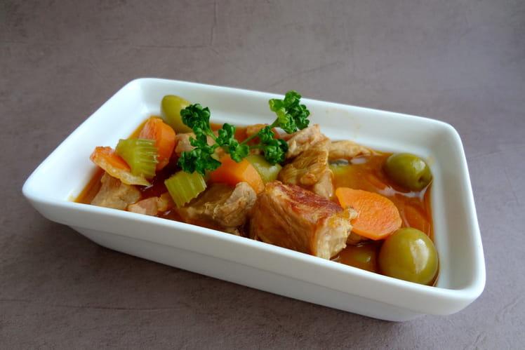 Veau aux olives, carottes et lardons fumés