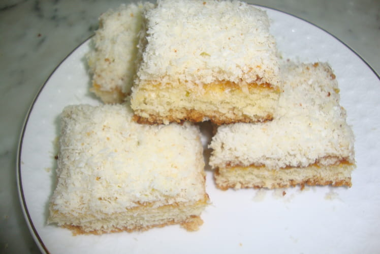 Gâteaux carrés à la noix de coco