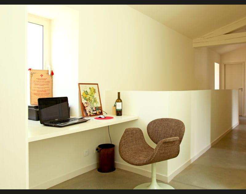 Un bureau dans le couloir