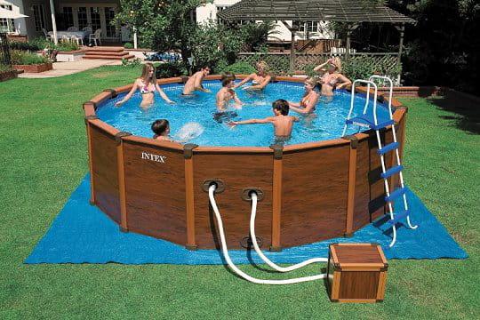une piscine en acier esprit bois. Black Bedroom Furniture Sets. Home Design Ideas