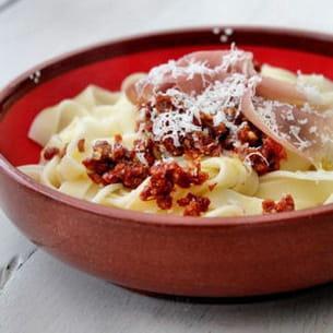 tagliatelles au pesto de tomates séchées