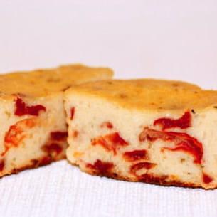cake ricotta, tomates séchées et basilic