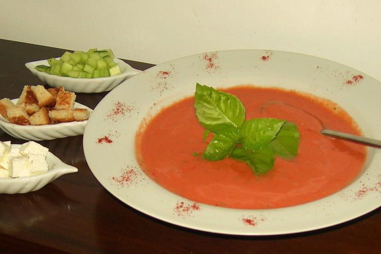 Soupe de tomates glacée et ses accompagnements