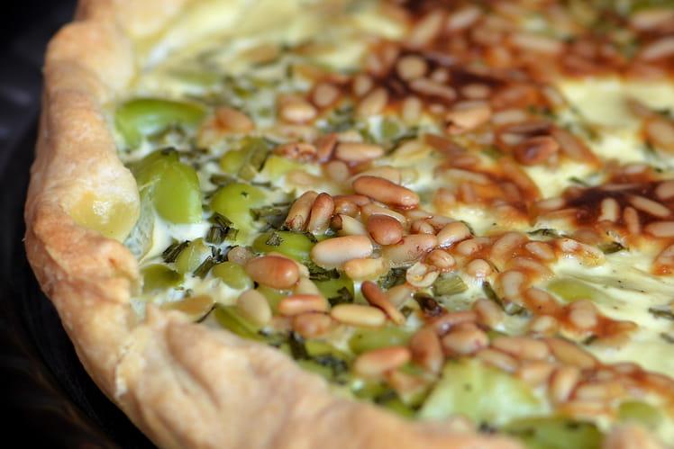 Tarte aux fèves, ciboulette et pignons de pin