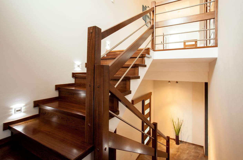 Comment Disposer Des Spots Dans Un Salon comment éclairer un escalier ?