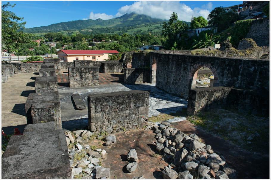 Exploration des ruines de Saint-Pierre