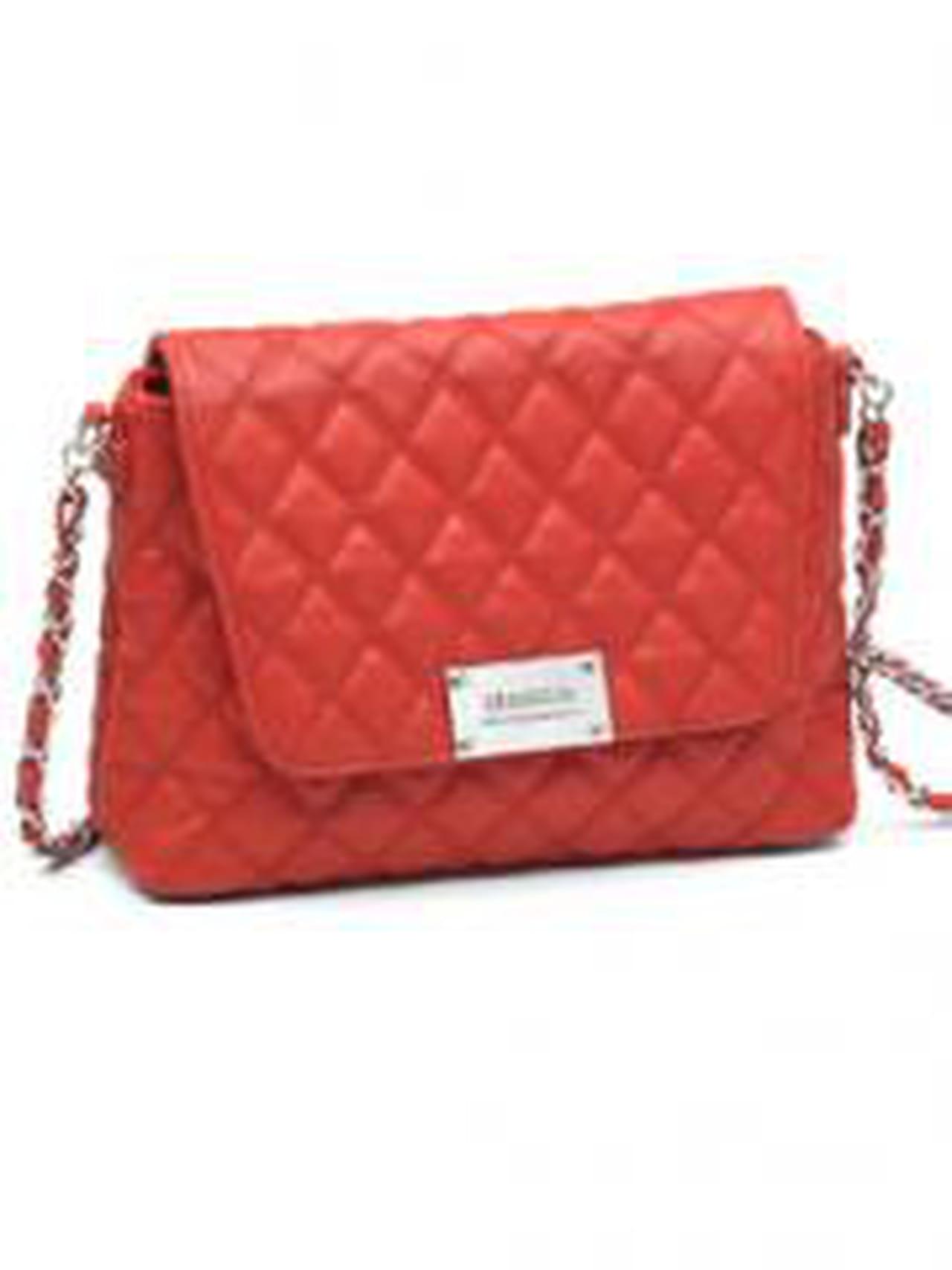 On achète le sac rouge de Mango 4b276ec3c4ef