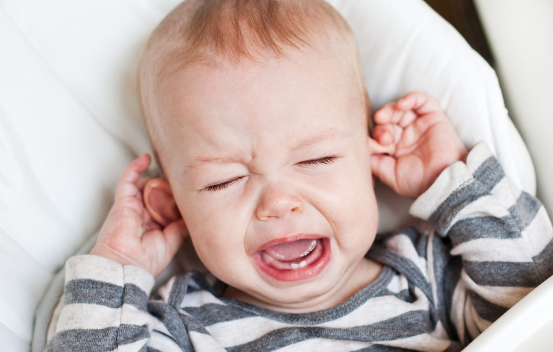 Mal aux oreilles, otite du bébé: comment savoir, quels traitements?