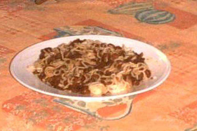 Spaghettis en fondue d'oignons