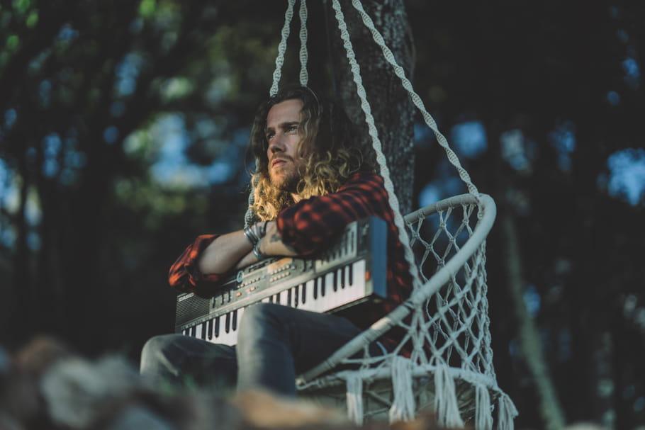 Julien Doré vous murmure VOUS & MOI, tendre album acoustique