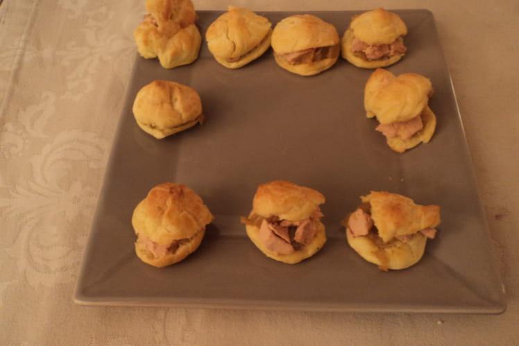 Choux au foie gras et au confit d'oignons