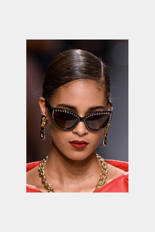 Les lunettes cloutées de Moschino